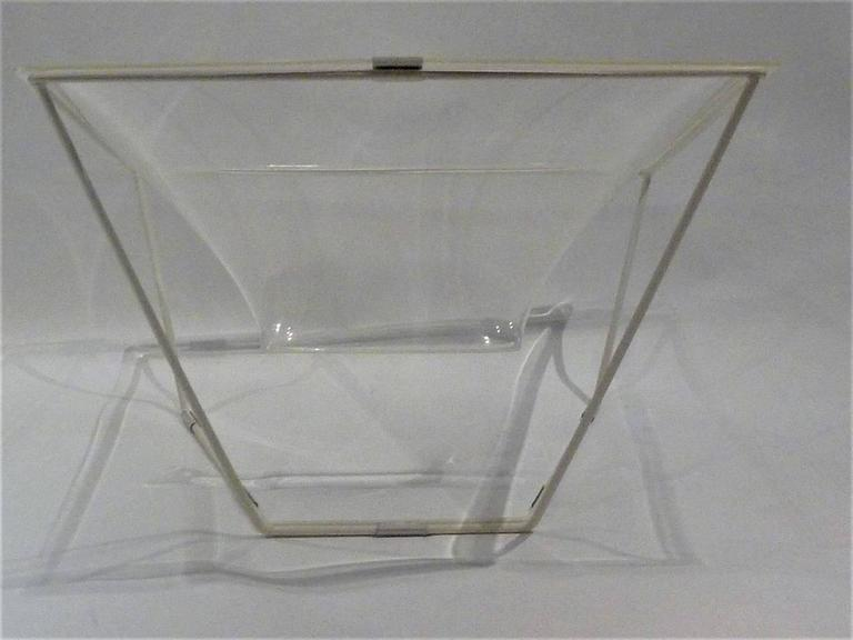 "English ""Contour"" Modern Transparent Acrylic Lounge Chair by David Colwell, 1968 For Sale"