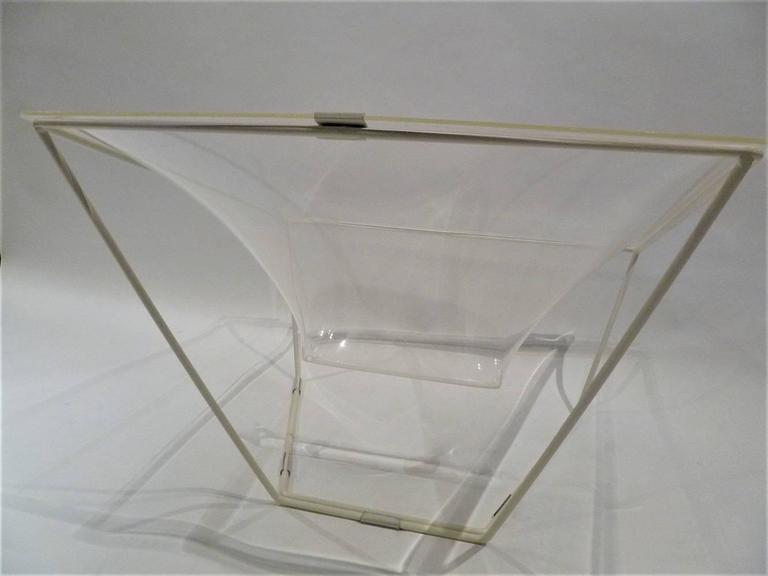 """Contour"" Modern Transparent Acrylic Lounge Chair by David Colwell, 1968 In Good Condition For Sale In Miami, FL"