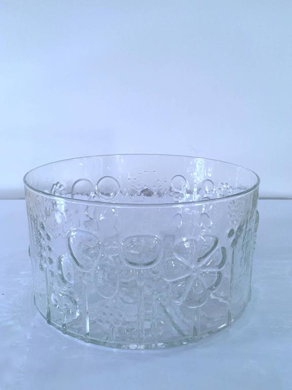 Charming crystal fruit bowl or centerpiece in the Flora series by Oiva Toikka. More pieces, sizes, colors available. Please contact for location. Offered by Las Venus by Kenneth Clark, New York City.