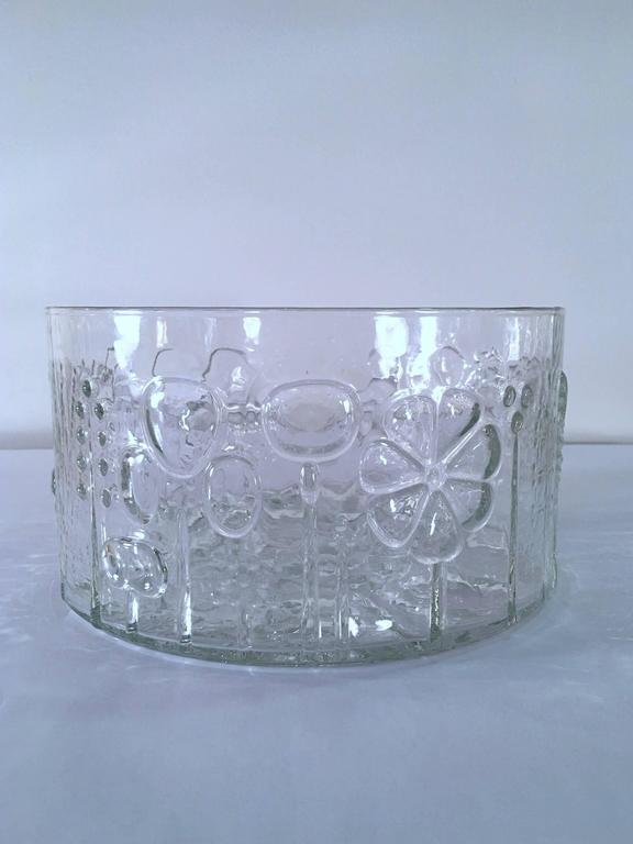 Large Art Glass Bowl by Oiva Toikka for Iittala, Finland In Good Condition For Sale In New York, NY