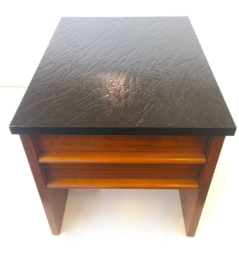 Pair of Lane Nightstands or End Tables 4