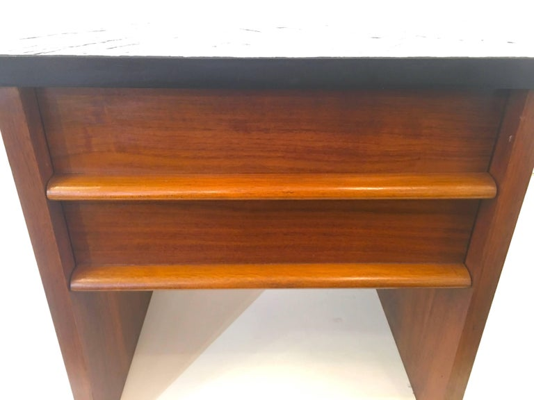 Pair of Lane Nightstands or End Tables 3
