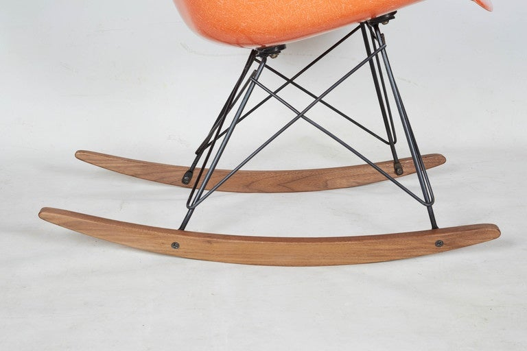 early charles eames rocking chair for herman miller at 1stdibs. Black Bedroom Furniture Sets. Home Design Ideas