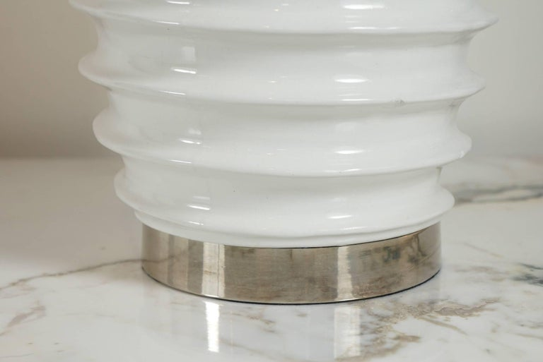 Pair of White Porcelain Lamps with Spiral Motif For Sale 2