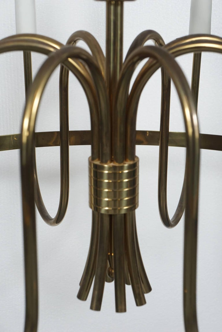 Tommi Parzinger Brass Chandelier In Excellent Condition For Sale In Hudson, NY