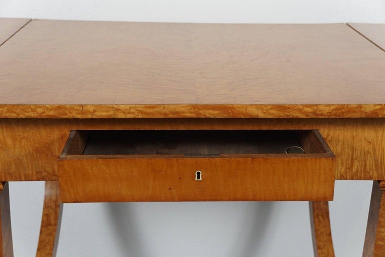 Biedermeier Drop Leaf Table In Excellent Condition For Sale In Hudson, NY