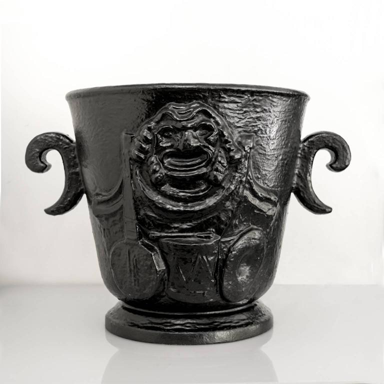 Scandinavian Modern  Näfveqvarns Bruk Cast Iron Leisure Urn In Excellent Condition For Sale In New York, NY