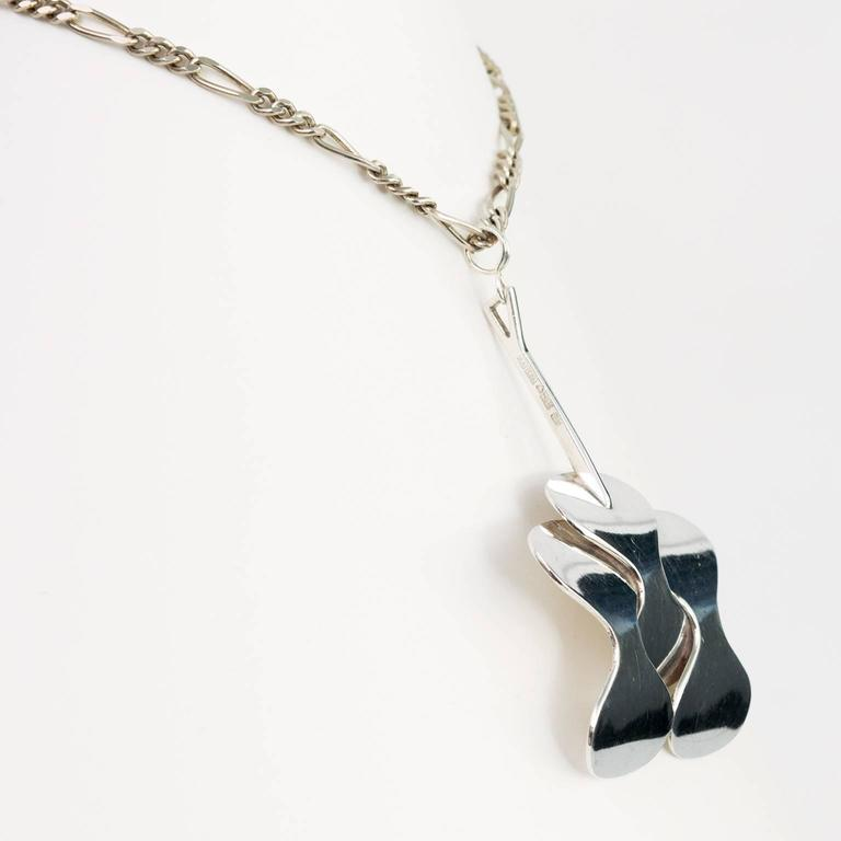 Silver Scandinavian Modern Pendant and Chain from Hopeajaloste OY In Excellent Condition For Sale In New York, NY