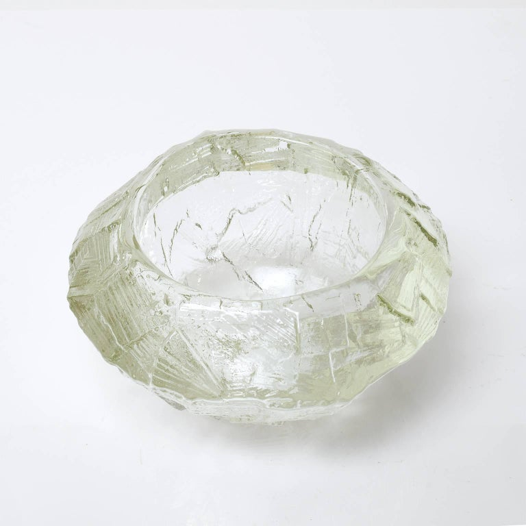 Cast Scandinavian Modern Mid-Century Clear Glass Bowl by Gore Augustsson, Ruda For Sale