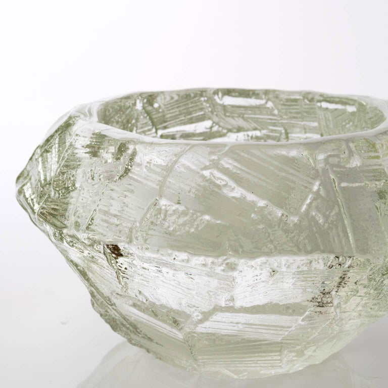 Scandinavian Modern Mid-Century Clear Glass Bowl by Gore Augustsson, Ruda In Excellent Condition For Sale In New York, NY