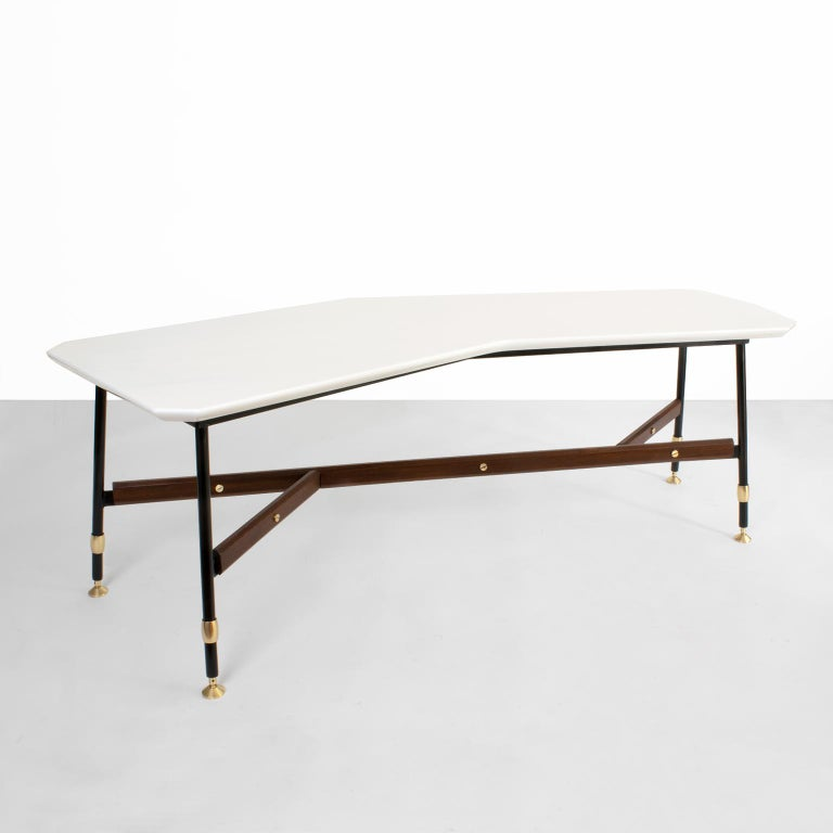 Polished Mid Century Modern Italian White Marble And Teak Coffee Table For