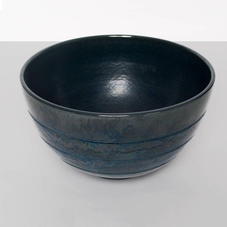 Large Scandinavian Modern ceramic bowl by Jerk Werkmäster for Nittsjo In Good Condition In New York, NY