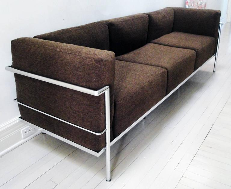 Le corbusier lc3 grand confort sofa at 1stdibs for Le corbusier sofa nachbau