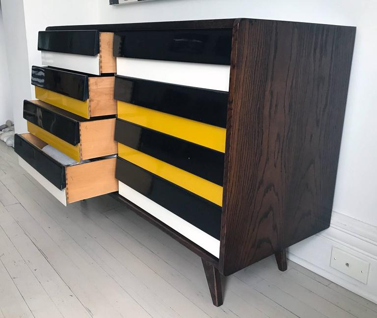 Mid-Century Modern Chest of Drawers For Sale