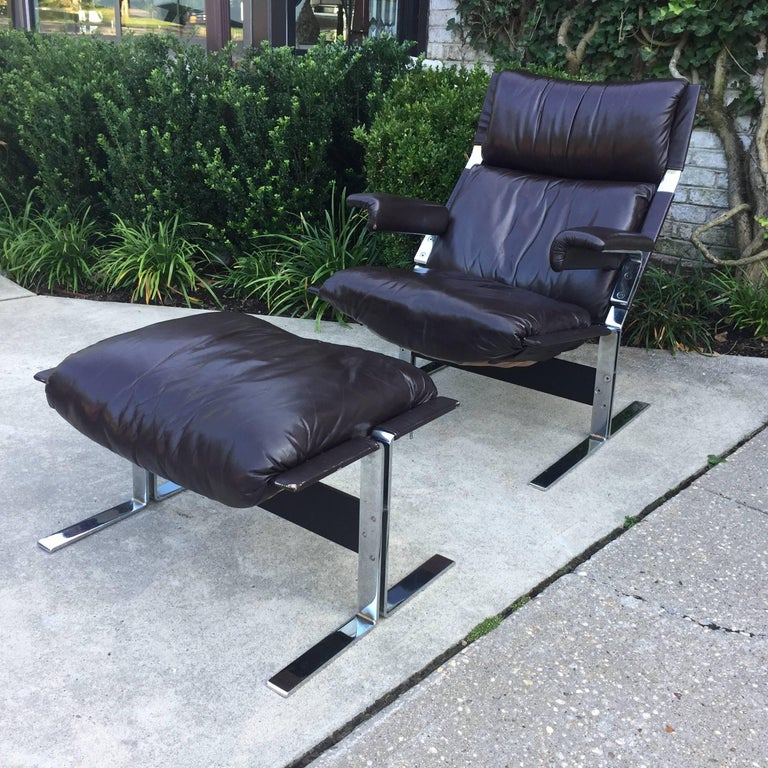 Mid-Century Modern Saporiti Lounge Chair and Ottoman For Sale