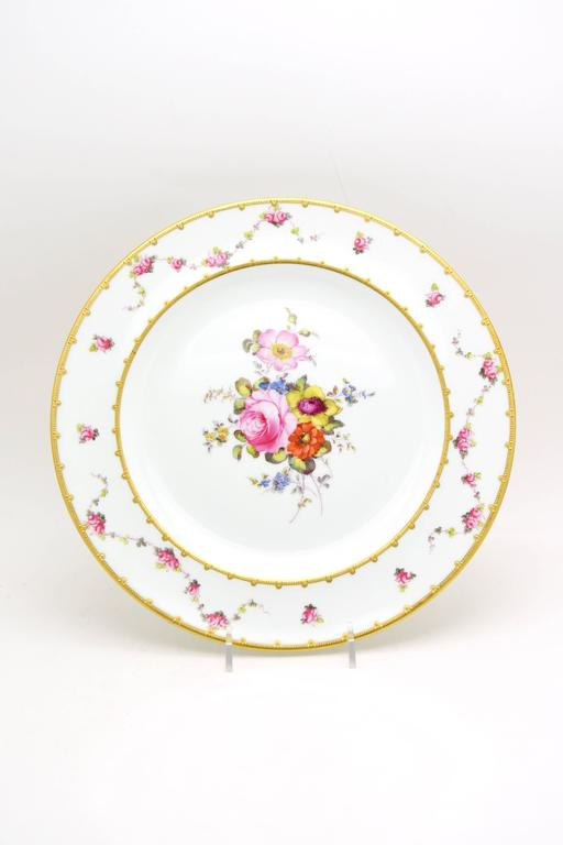 English Set of 12 Royal Crown Derby Hand-Painted Dinner Plates with Floral Bouquets For Sale