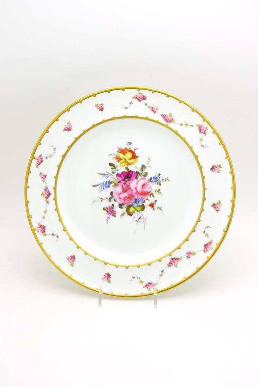 Set of 12 Royal Crown Derby Hand-Painted Dinner Plates with Floral Bouquets In Excellent Condition For Sale In Great Barrington, MA