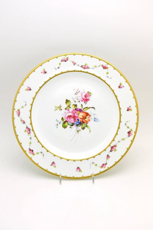Early 20th Century Set of 12 Royal Crown Derby Hand-Painted Dinner Plates with Floral Bouquets For Sale
