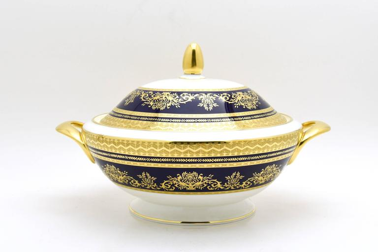 Minton Extensive Pristine Dinner Service Cobalt Blue and Gold 232 Pieces In Excellent Condition For Sale In Great Barrington, MA
