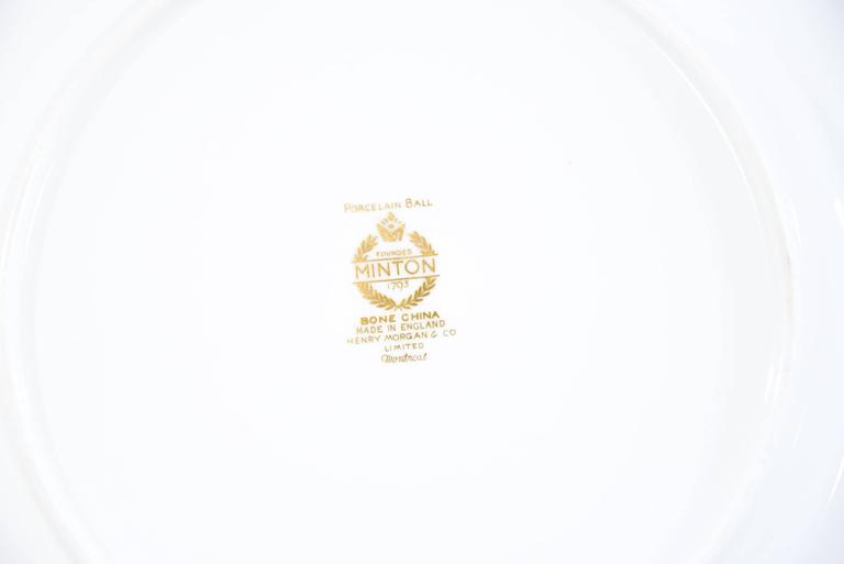 Set of 12 Minton Gold Rimmed Porcelain Ball Dinner Plates In Excellent Condition For Sale In Great Barrington, MA