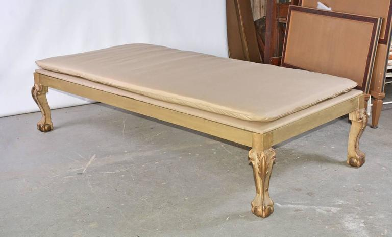 Wood Louis XV Style Lounging Daybed with Cushion For Sale