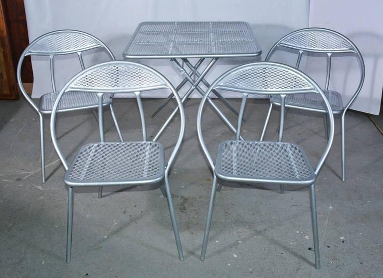 American Salterini Mid-Century Modern Folding Metal Patio or Garden Table and Four Chairs For Sale