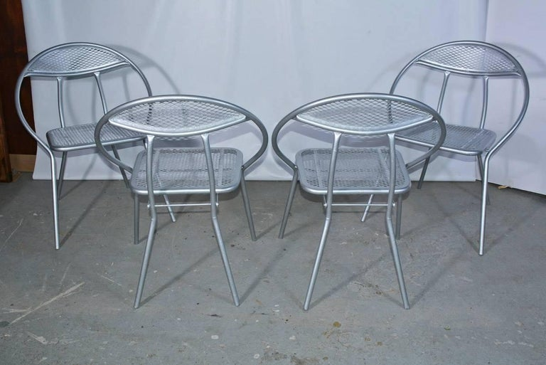 Salterini Mid-Century Modern Folding Metal Patio or Garden Table and Four Chairs For Sale 1