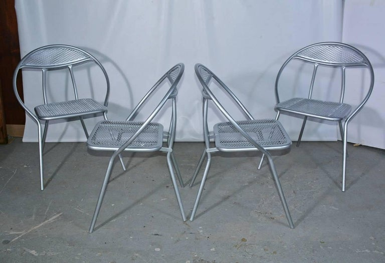Salterini Mid-Century Modern Folding Metal Patio or Garden Table and Four Chairs For Sale 2