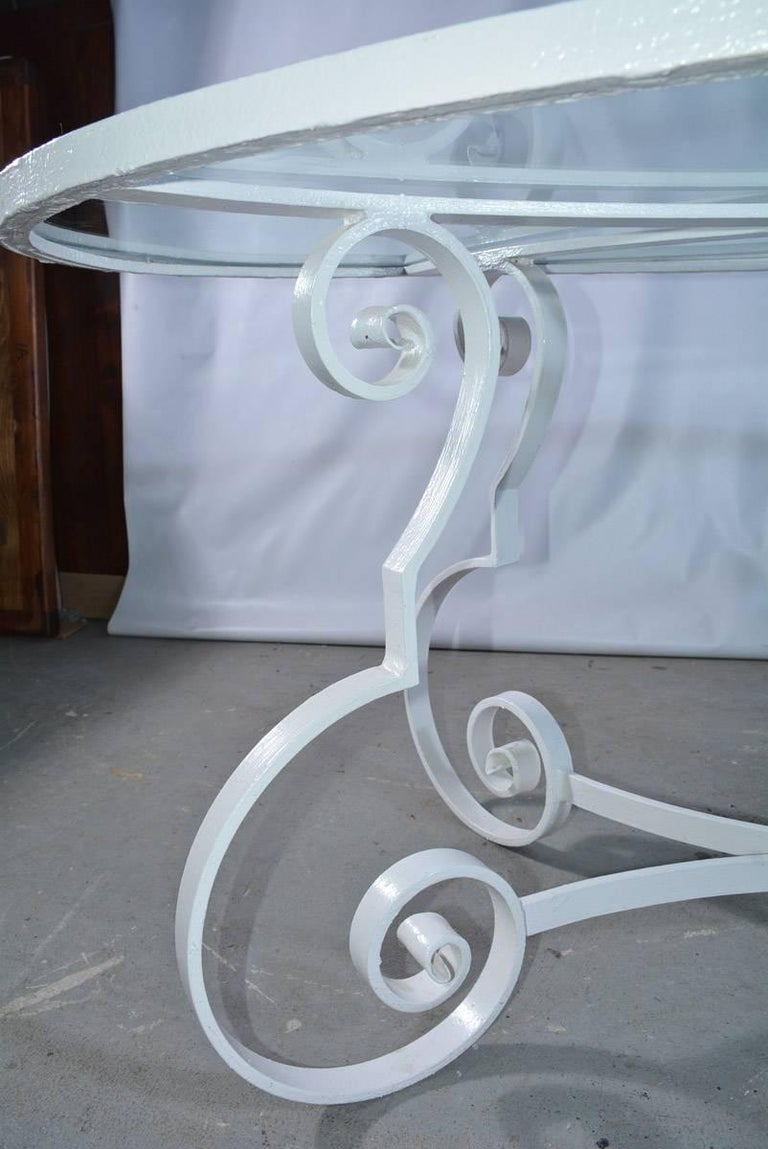 Oval Metal and Glass Midcentury Patio/Porch Garden Dining Table In Good Condition For Sale In Great Barrington, MA