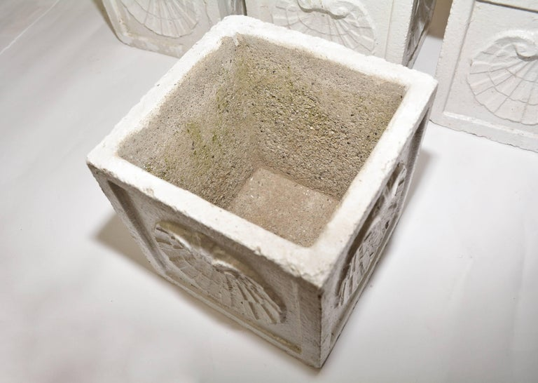 Vintage White Planters In Good Condition For Sale In Great Barrington, MA