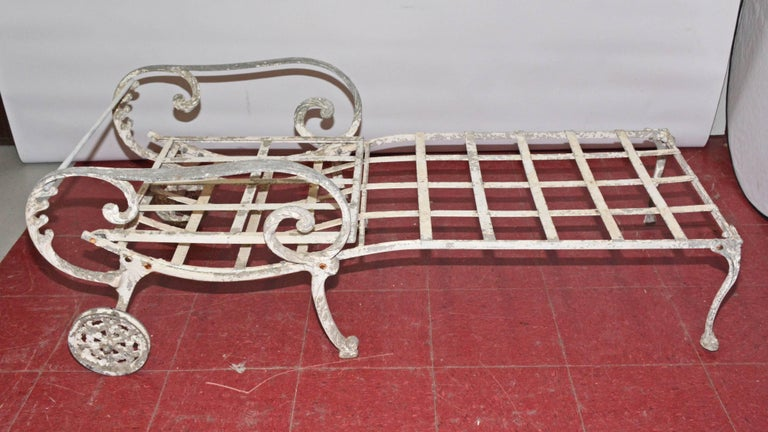 American Vintage Salterini Style Outdoor Chaise Longue For Sale
