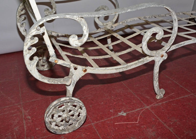 Painted Vintage Salterini Style Outdoor Chaise Longue For Sale