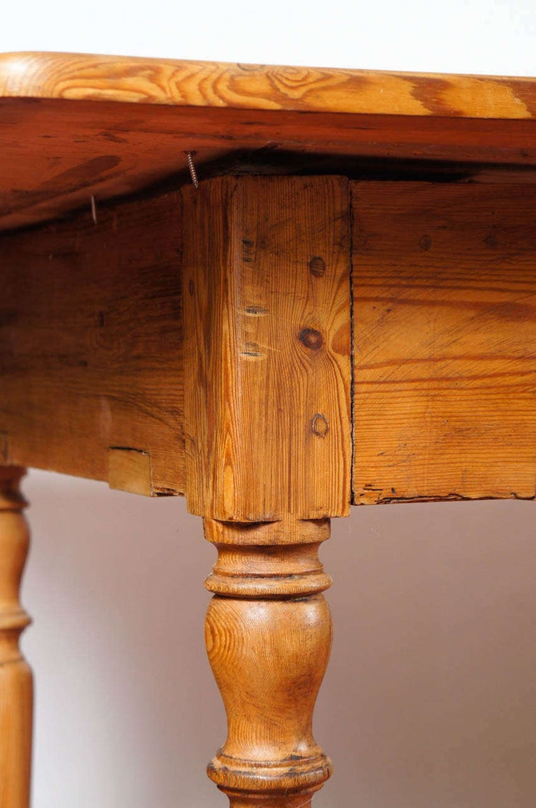 19th Century English Pine Country Dining Table For Sale 2