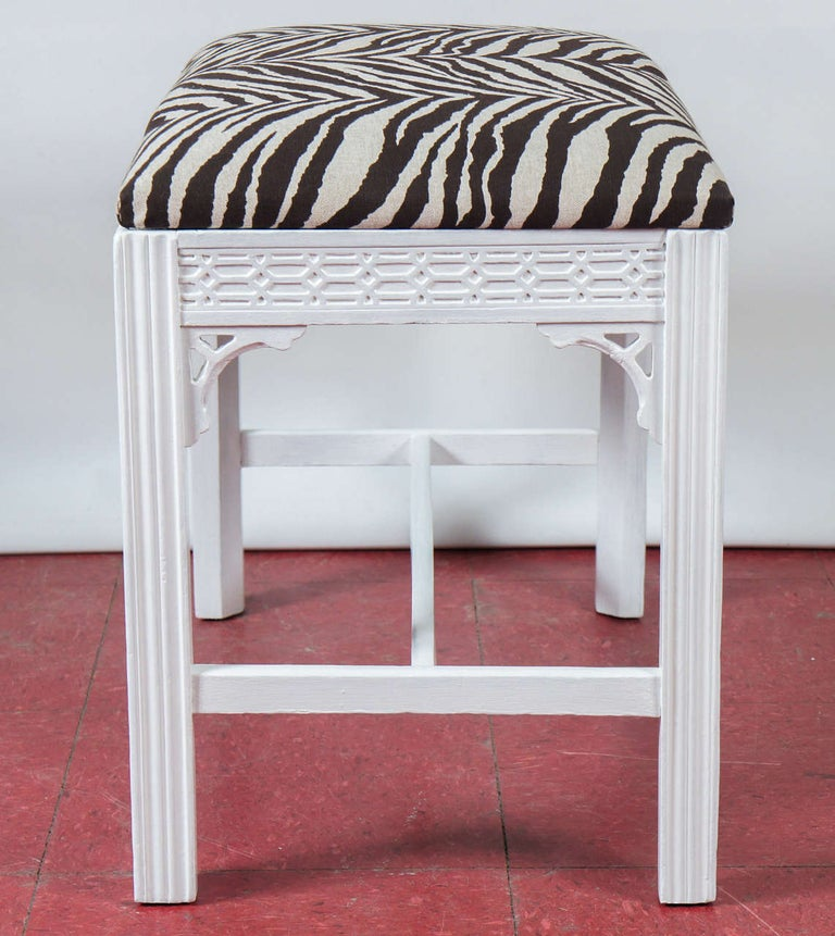 Linen Chinese Chippendale-Style Painted Bench For Sale
