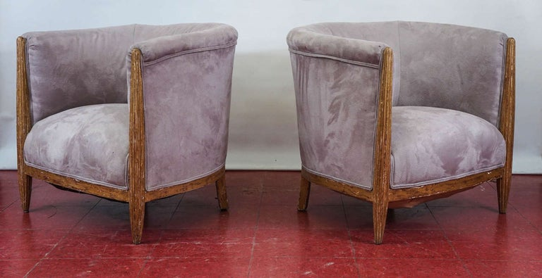 Hand-Carved Pair of French Art Deco Barrel Back Armchairs For Sale
