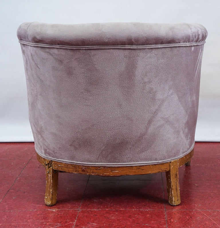 Early 20th Century Pair of French Art Deco Barrel Back Armchairs For Sale
