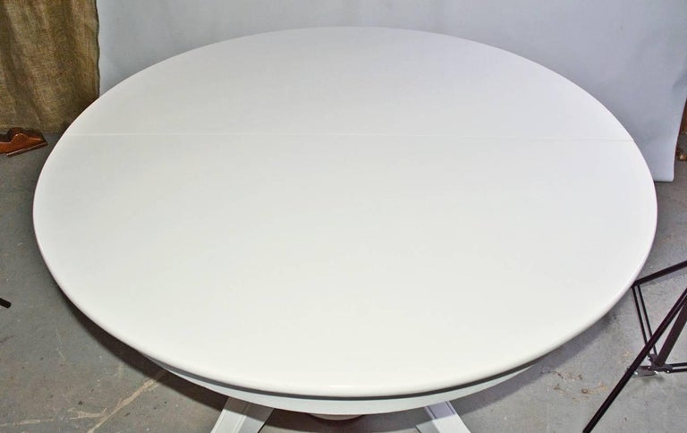Victorian Round Pedestal Dining Table For Sale 1