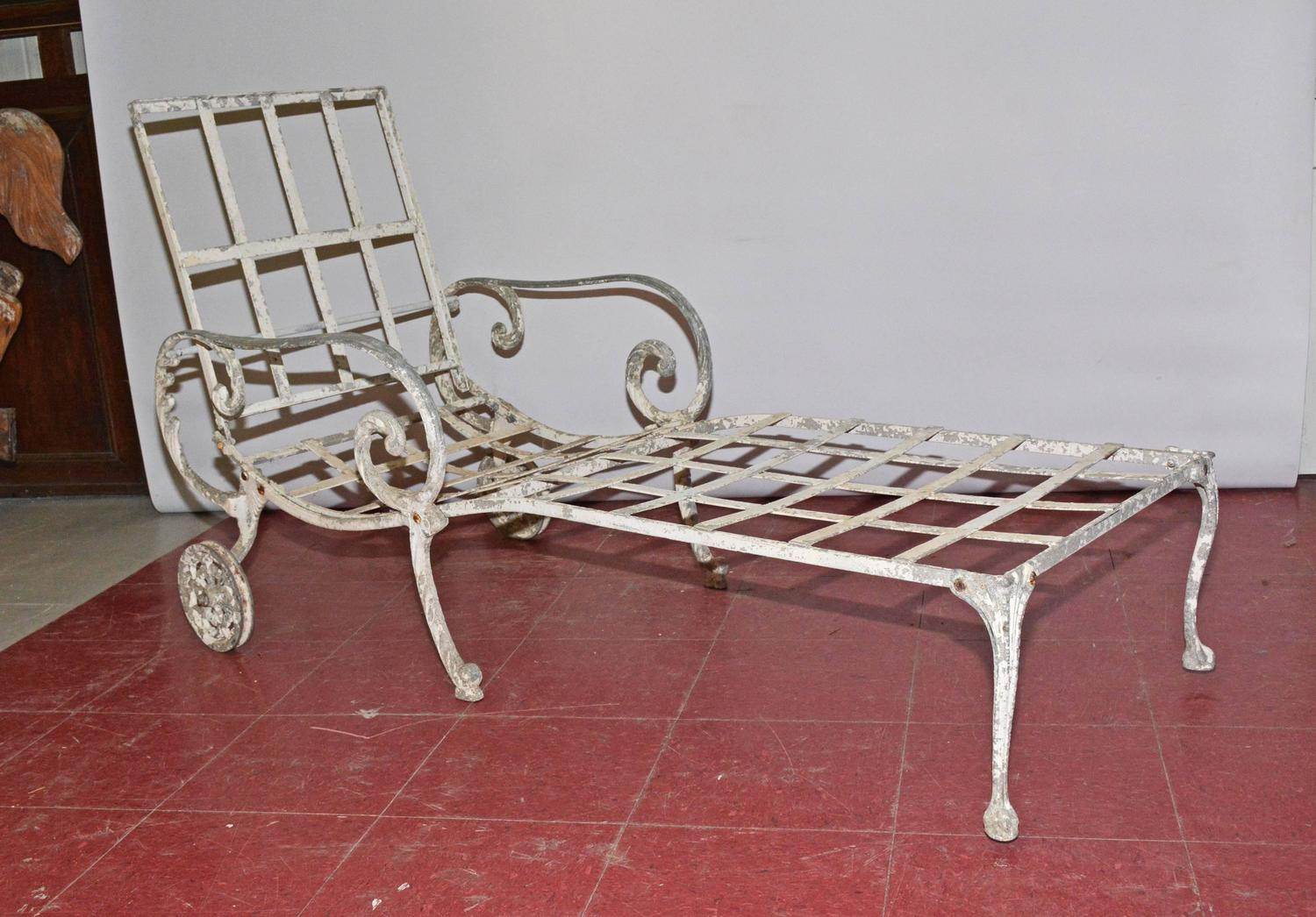 Vintage outdoor chaise longue for sale at 1stdibs for Antique chaise longue for sale