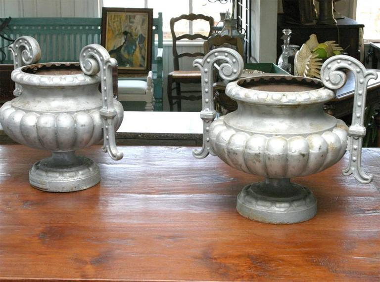 Pair of 19th Century French Garden Urn In Excellent Condition For Sale In Great Barrington, MA