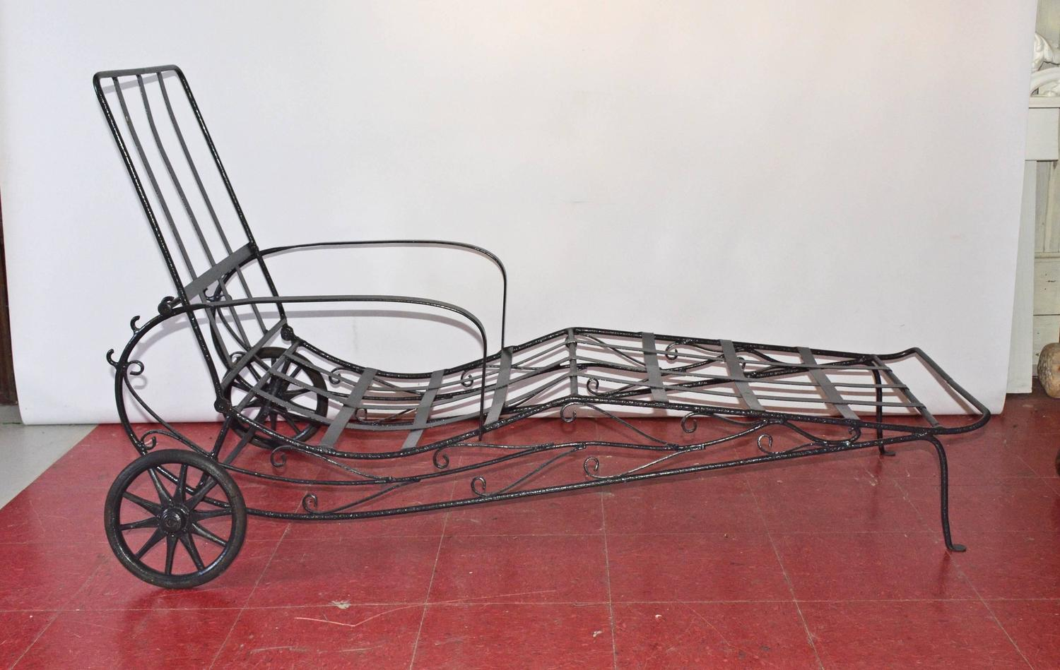 vintage wrought iron chaise longue for sale at 1stdibs. Black Bedroom Furniture Sets. Home Design Ideas