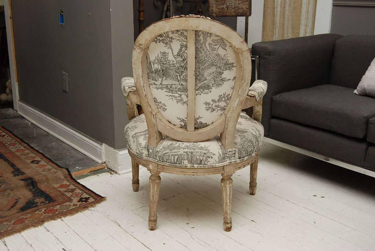 louis xvi style painted fauteuil for sale at 1stdibs. Black Bedroom Furniture Sets. Home Design Ideas