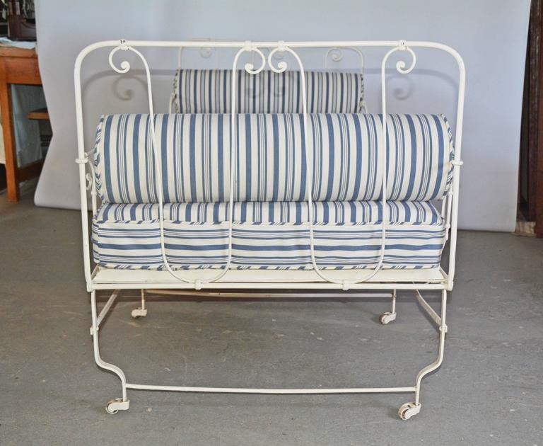 Painted Unusual 19th Century French Center Folding Daybed For Sale