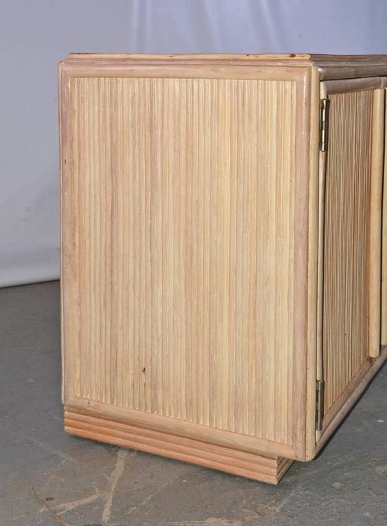 Zeitgenossischer Schrank Mit Kommode In Bambus Optik Im Angebot Bei