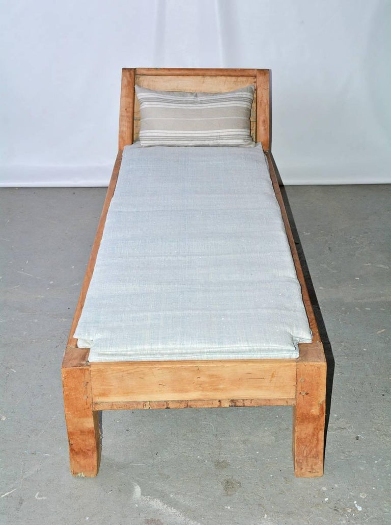Canadian Antique Rustic Provincial Pine Daybed For Sale
