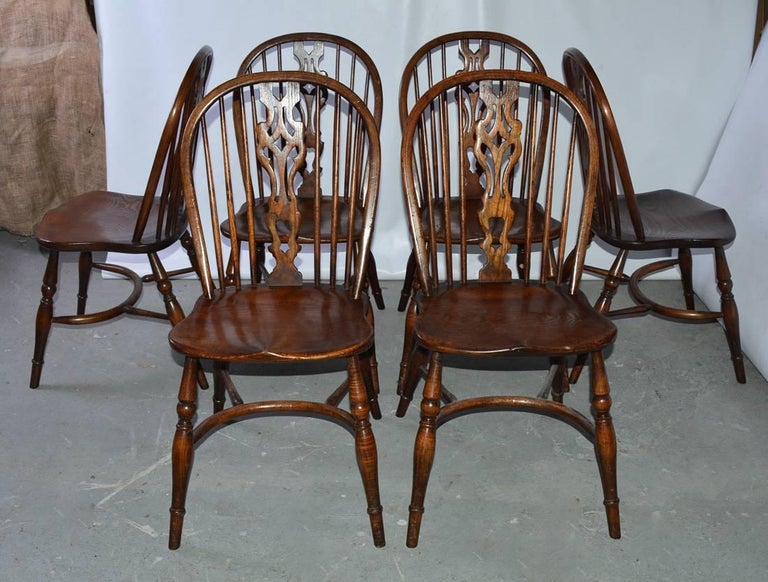 English Set of Eight Georgian Style Windsor Dining Chairs For Sale
