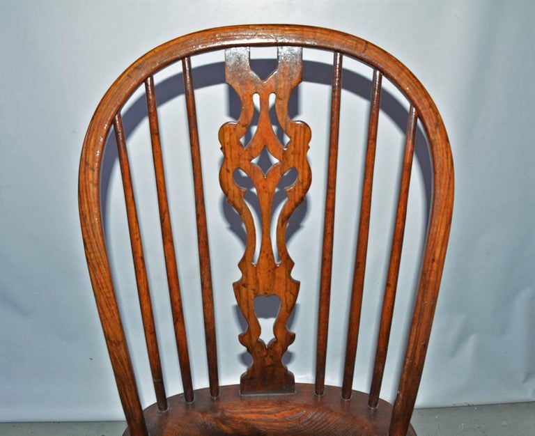 Set of Eight Georgian Style Windsor Dining Chairs In Good Condition For Sale In Great Barrington, MA