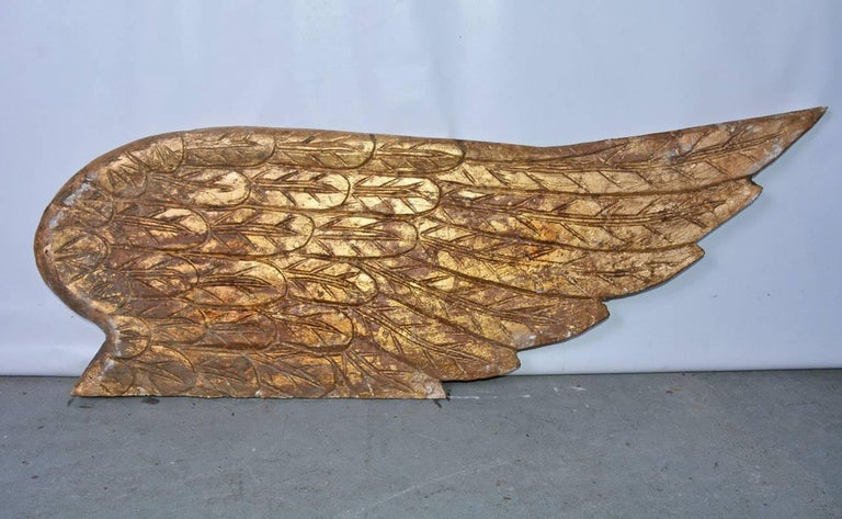 Pair of impressive angel wings. Hand-carved and gold gilded. Perfect as wall decoration or sculpture en relief.
