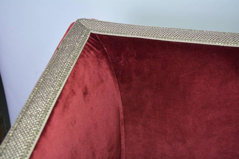 Contemporary Velvet-Covered Chaise Longue For Sale 2