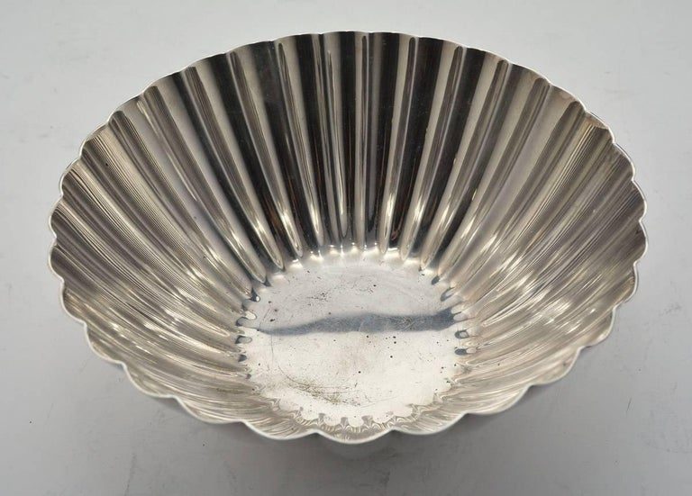 American Vintage Silver Plated Scalloped Bowl by Reed & Barton For Sale