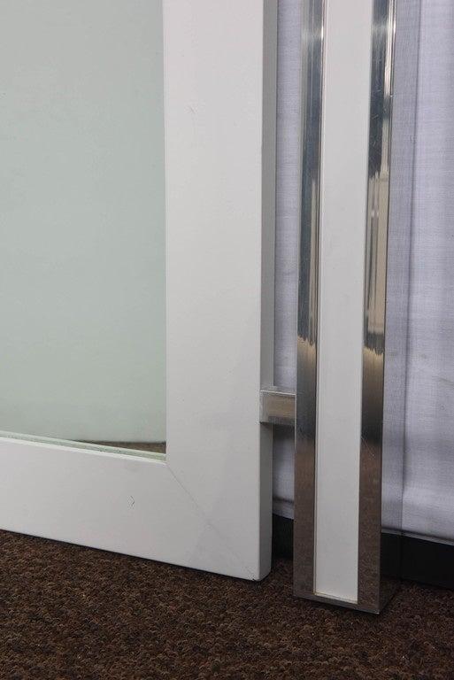 1970s Mod White and Chrome Mirror In Good Condition For Sale In Miami, FL